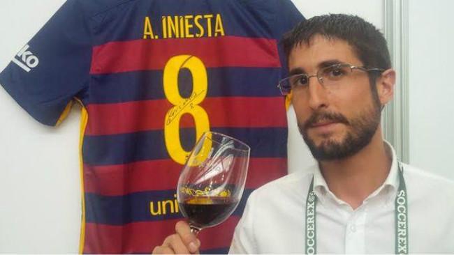 把爱喝葡萄酒变成家族产业,看巴萨队长伊涅斯塔的场外生意经