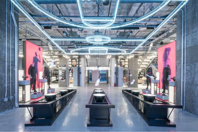 重心转向北美阿迪高调叫板耐克,在纽约开设全球最大门店