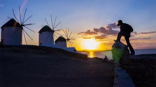 赶路的人,都为了远方的诗和风景 | 苏群专栏