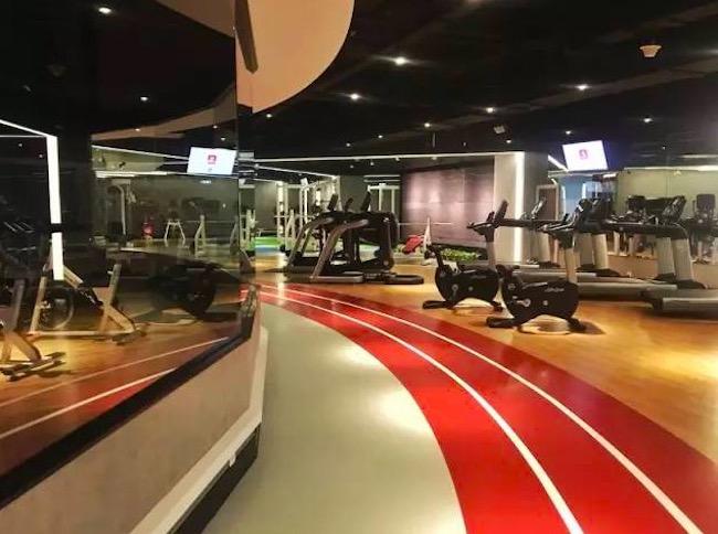 健身也能嗨?这对运动员夫妇把健身房和夜店放在一起开 | 创业熊