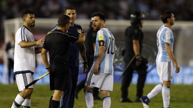 梅西因辱骂裁判被禁赛4场,世预赛国足0-1负伊朗 | 懒熊早知道