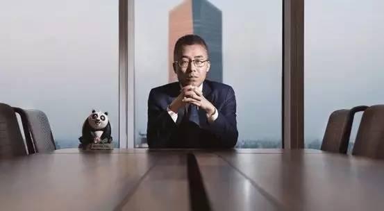 C罗戴帽皇马淘汰拜仁晋级欧冠4强,华人入股全球最大经纪公司 | 懒熊早知道