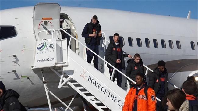 航空公司削减飞机租赁配额,美国大学球队出战客场成难题