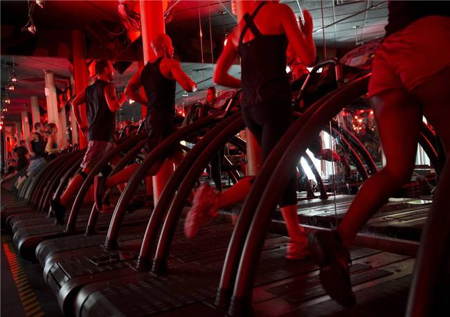 在健身房纷纷升级成工作室的当下,你愿意为腹肌马甲线花多少钱?