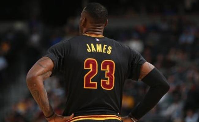 NBA公布中国区球衣销量情况,库里榜首欧文骑士球衣第三