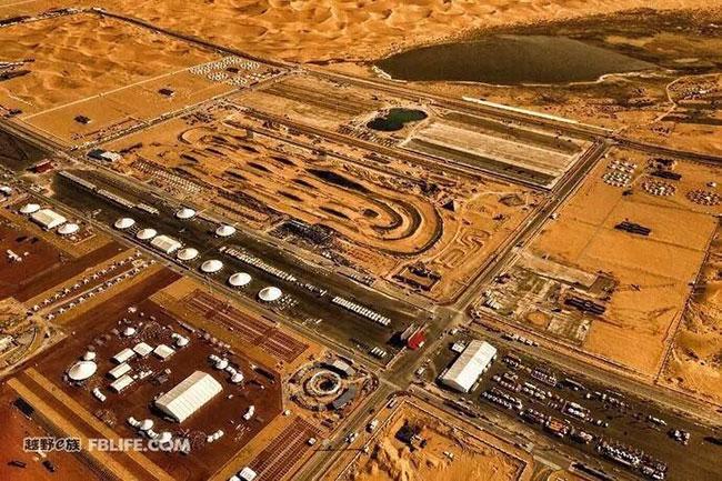 这个沙漠中的体育小镇,如何用一个黄金周带来数亿营收?