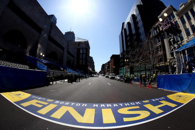 社交媒体马拉松霸跑事件:不速而至的跑者是恶作剧还是安全隐患?