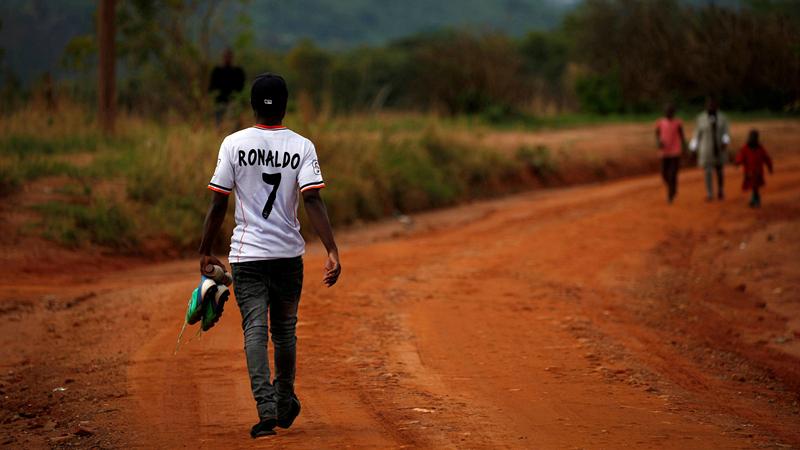 进步的力量:国际足联的一道新规,将改变非洲无数职业球员的生活