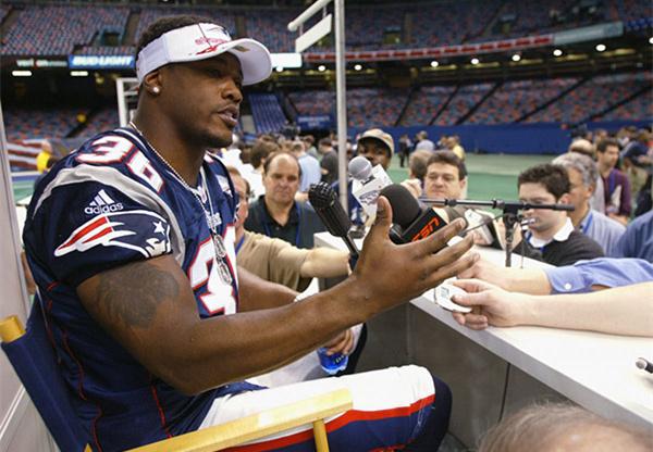 布雷迪超级碗处女秀的队友早已卸甲归田,而16年后他还在冲击历史纪录 | Super Bowl 2018