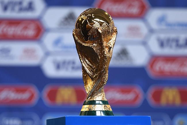 """""""绝不分销""""到""""合作"""",央视如何把世界杯的生意做绝"""