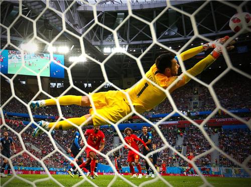 法国队连续两届大赛杀进决赛;AC米兰的李哥终于走人了 | 懒熊早知道