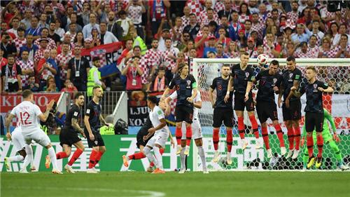 决战!克罗地亚2-1英格兰与法国胜利会师,中国两富豪合体看球身价爆炸   懒熊早知道