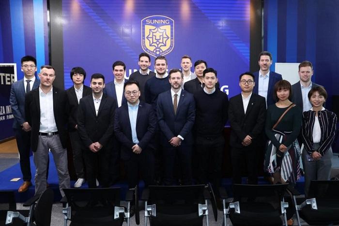 德甲联盟代表造访苏宁总部,参观PP体育演播中心