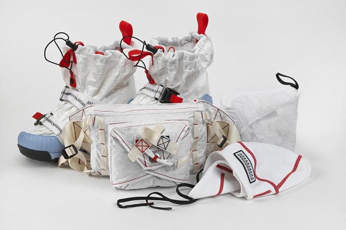"""耐克与纽约艺术家汤姆·萨克斯联合发布""""腰包雨衣"""",同系列还有其他单品"""