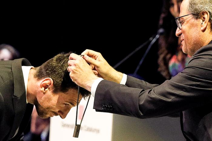 继克鲁伊夫之后,梅西获封加泰罗尼亚大区最高公民荣誉