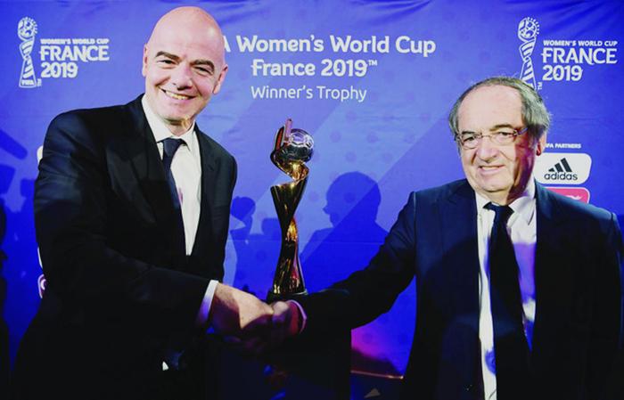 国际足联盼女足世界杯全球观众人数突破十亿,从而带动女足运动发展