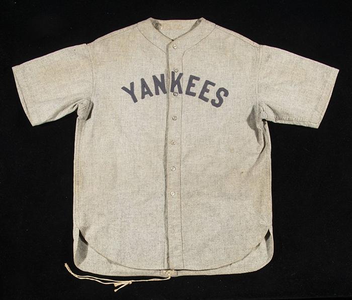 棒球名宿贝比·鲁斯客场球衣卖出560万美元天价,拍卖部分所得将用作慈善