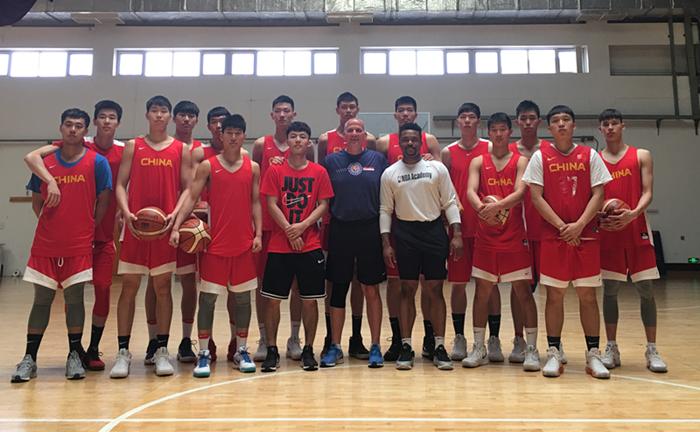 美国教练谈篮球:丁彦雨航能成为最好的那批球员,青少年篮球培训重点是基本功