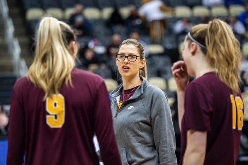 在NCAA的女排项目中,为何教练却大多是男性?