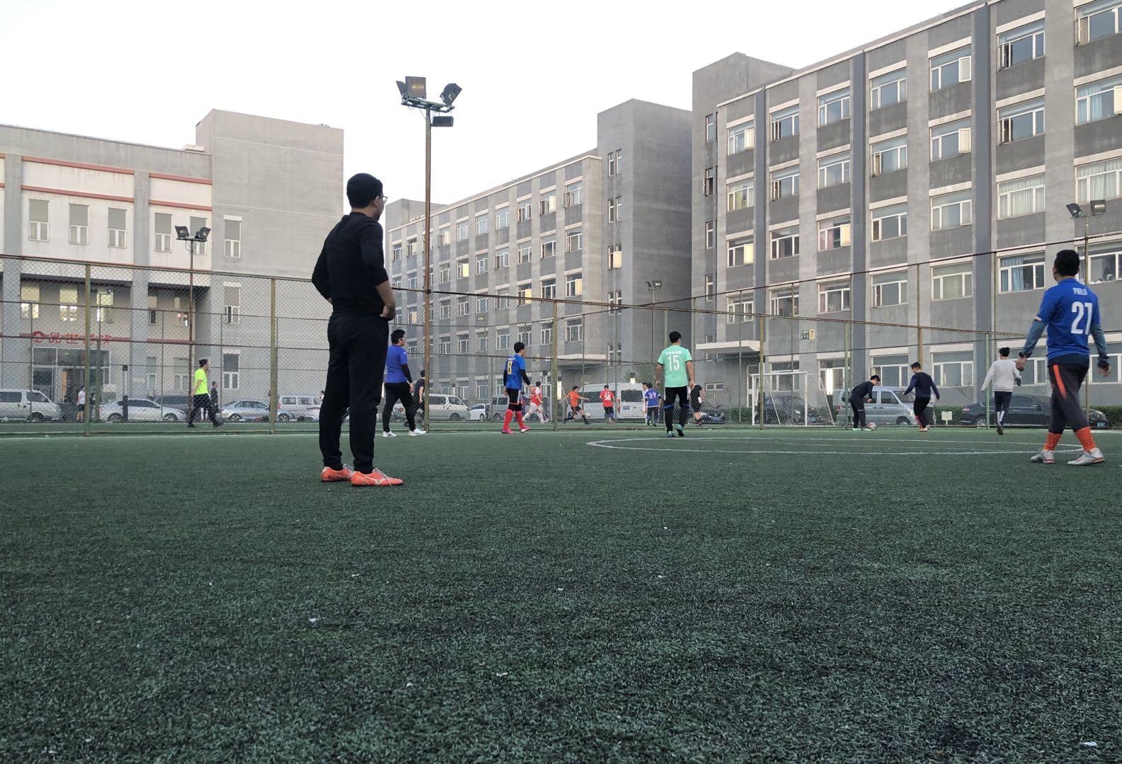 """北京室外场馆""""有序开放"""",我们实地探访了五环内外的4家球场"""