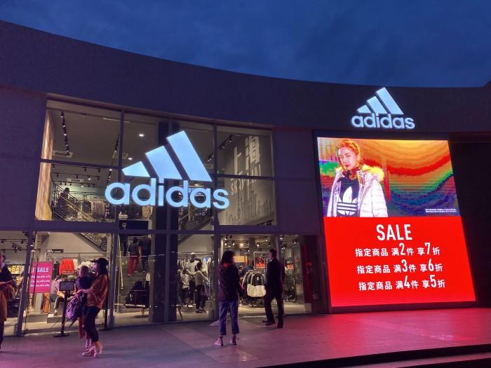 阿迪达斯31元T恤+343亿存货的背后,哪些品牌在瑟瑟发抖?