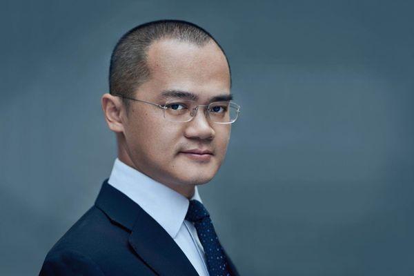 美团CEO王兴吐槽国足跑不过清华普通男生,引足球圈内人反驳