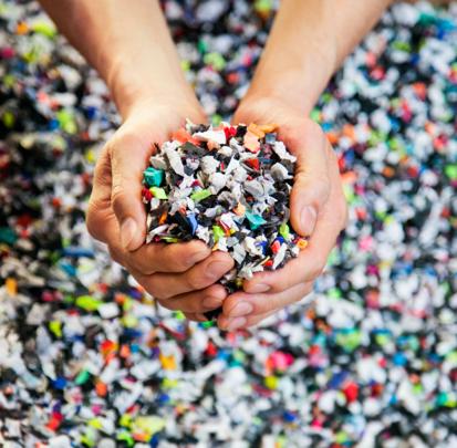 耐克回收运动鞋制成橡胶颗粒,为武汉一小学重建两个篮球场