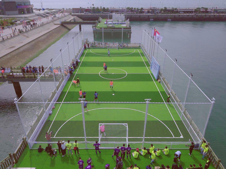 青岛这座可以下海捡球的海上球场,背后有哪些故事?