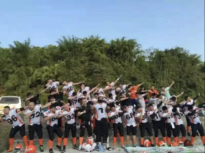 夺冠故事将登好莱坞和国内院线,主角原型在重庆做起了橄榄球培训 | 创业熊