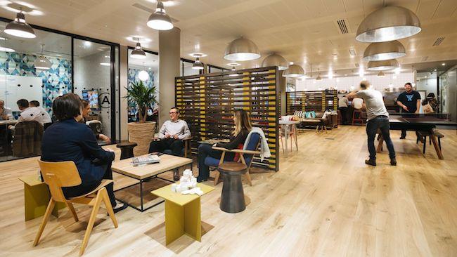 在会议室旁边打乒乓,共享办公空间WeWork将健身房搬进办公室