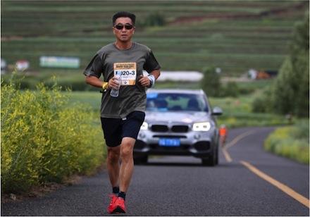 60岁还能7天7场马拉松,当年捧红刘雯张梓琳的模特教父要玩点体育新思路