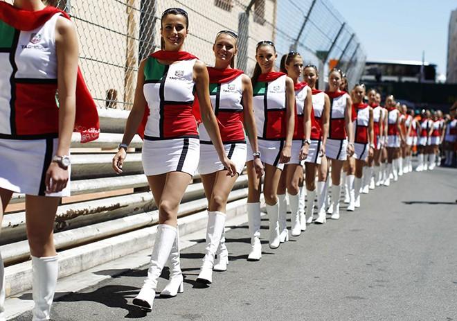 """叫板F1新东家,摩纳哥大奖赛沿用""""赛车女郎"""""""