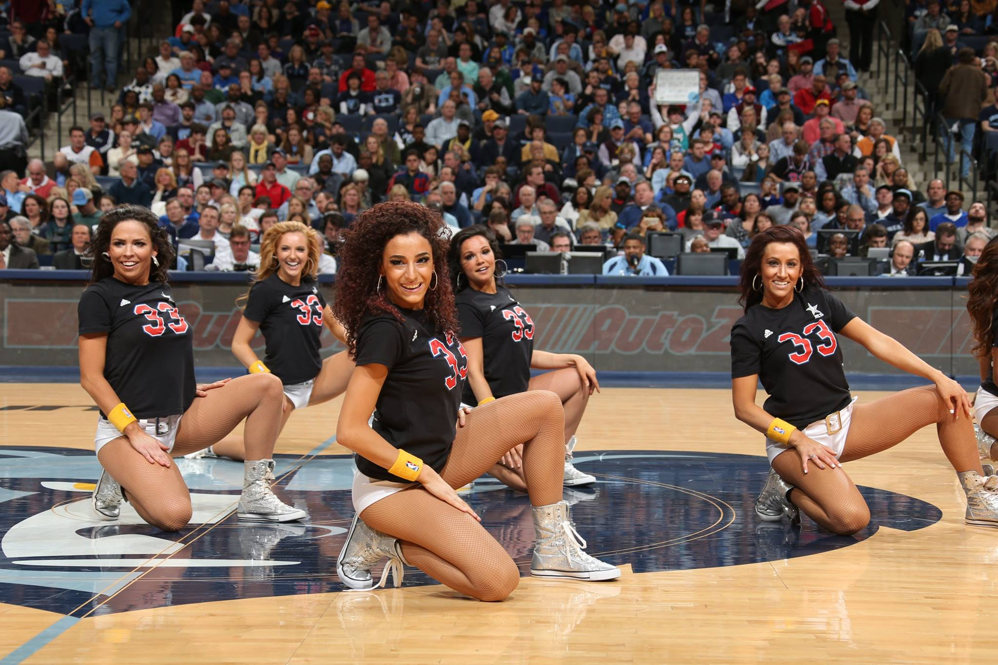 NBA啦啦队是绯闻与八卦之队吗? NBA啦啦队现场表演的商业价值分析