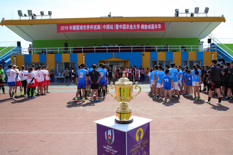 橄榄球世界杯奖杯来到北京,体教结合是中国橄榄球发展关键
