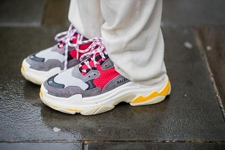 """笨重丑陋的""""老爹鞋""""成了鞋届的潮流担当,球鞋制造商们被打了个措手不及"""