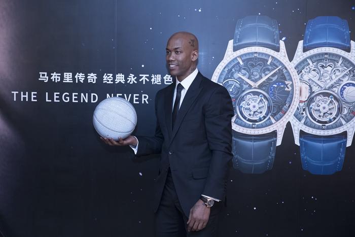 马布里22周年篮球生涯纪念仪式举行,亲自设计的腕表亮相