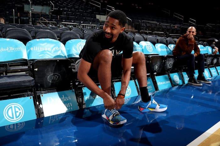 那些没有球鞋合同的NBA球员,从哪儿搞鞋穿