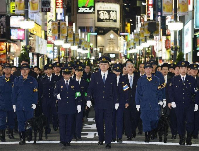 便利店停卖成人杂志后,日本黑帮为东京奥运连枪都不敢用了