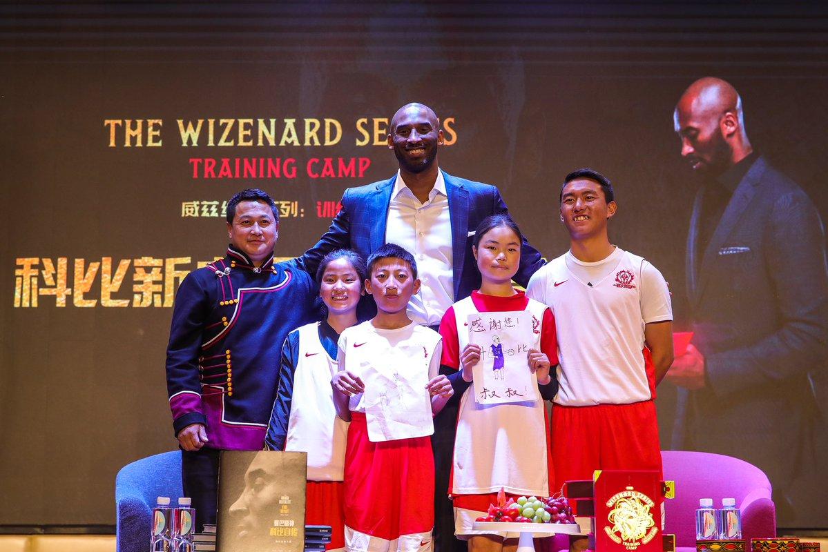 NBA传奇球星科比进校园为中国孩子们读书,最新创作小说3月19日面世