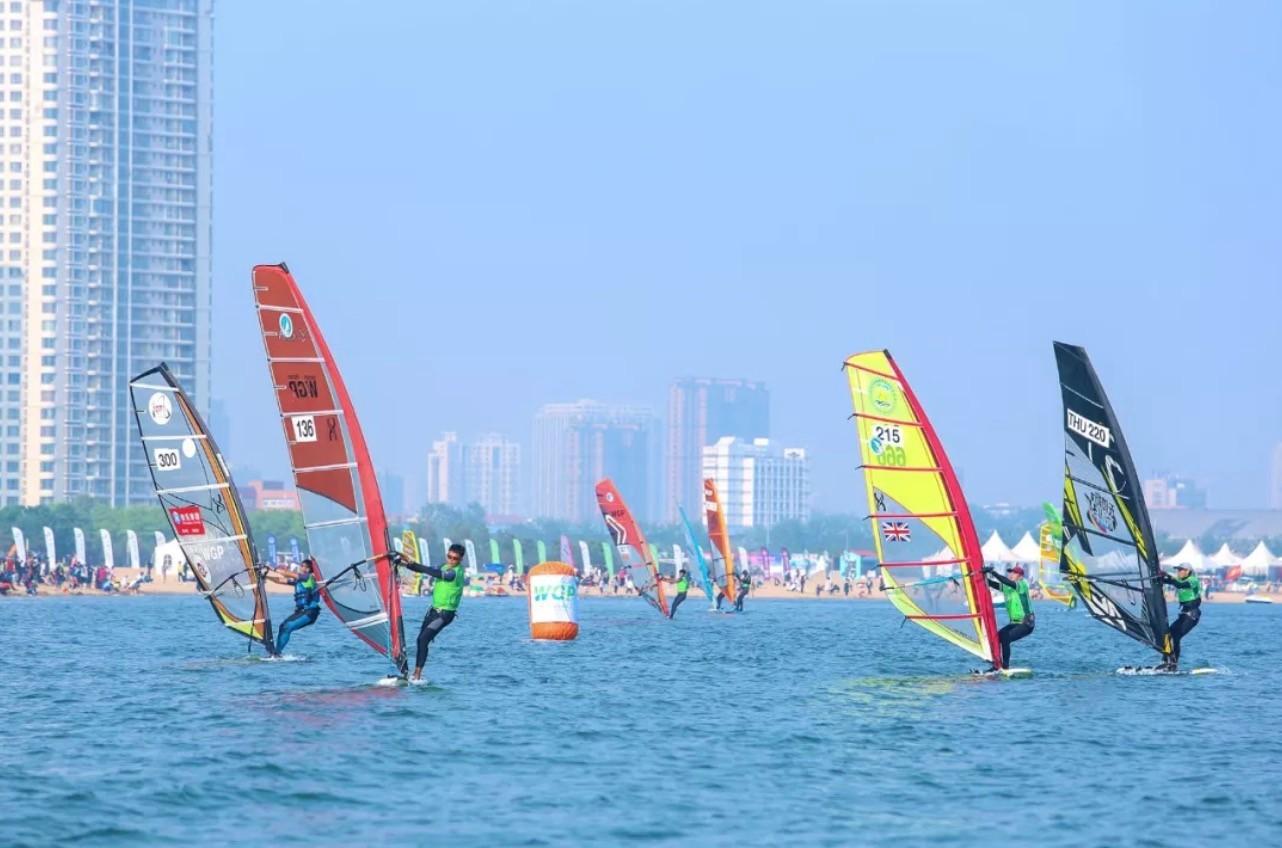 首届中国大众帆板巡回赛落幕,目标成为拉动体育+旅游经济的大众赛事