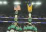 加泰罗尼亚独立旗帜现身NBA赛场,表演者将其与美国国旗并列