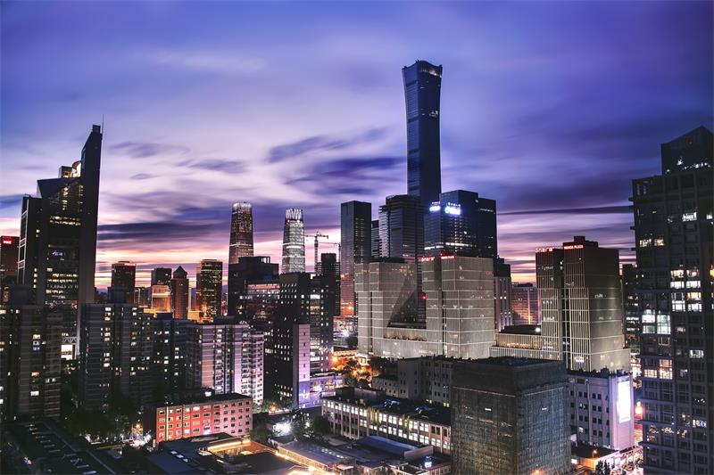 北京鼓励开展夜间城市马拉松等赛事活动,将策划不少于10场荧光夜跑