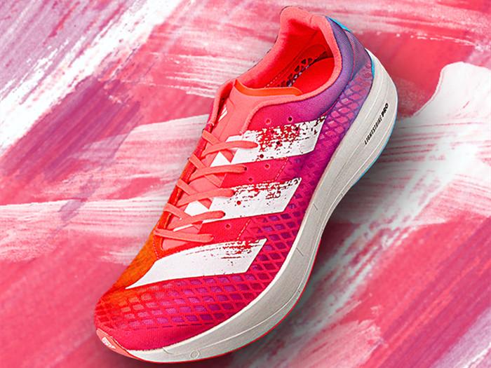 跑鞋的中底越来越厚,阿迪达斯也在跟上新趋势