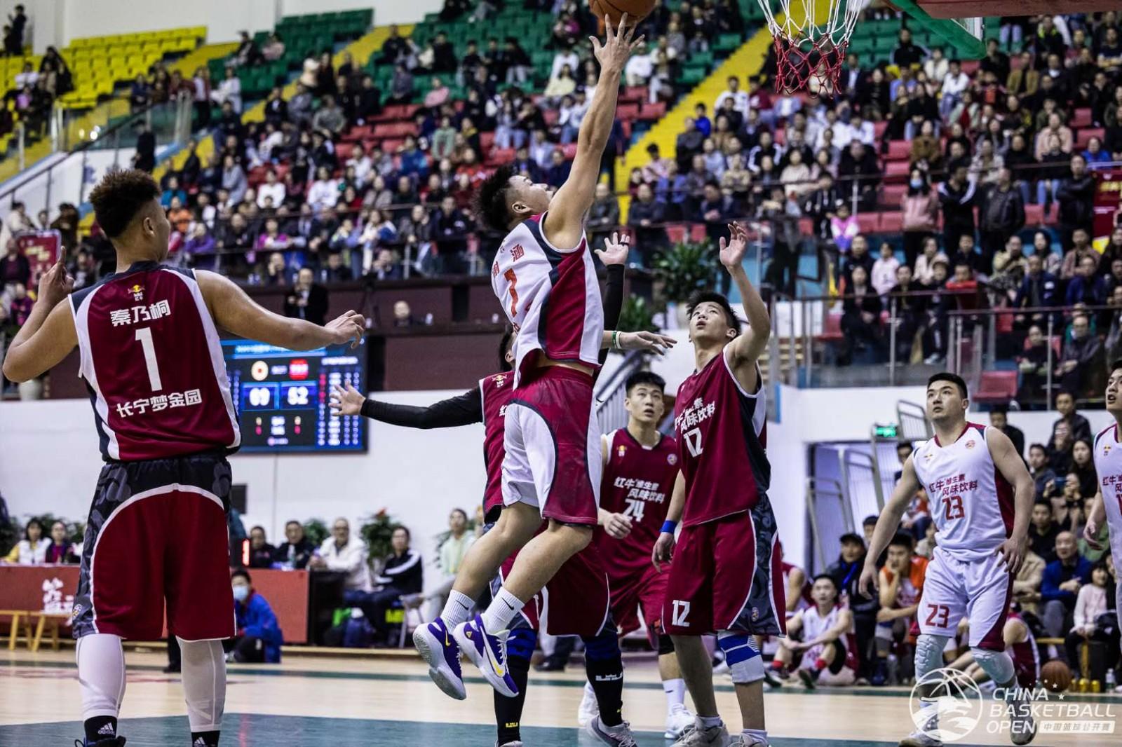 2020中国篮球公开赛打响,数千名球迷到现场观战